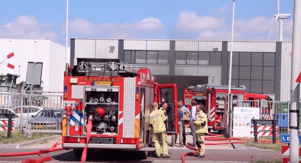 Brand bij Plastic Recycling Fabriek Amsterdam brandmeester zonder grote schade